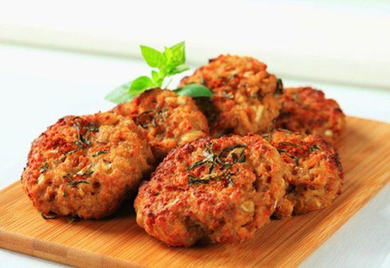Gli hamburger di fagioli sono semplici da preparare, adatti anche per i vegetariani e ottimi anche freddi. Qui la ricetta per farli a casa.