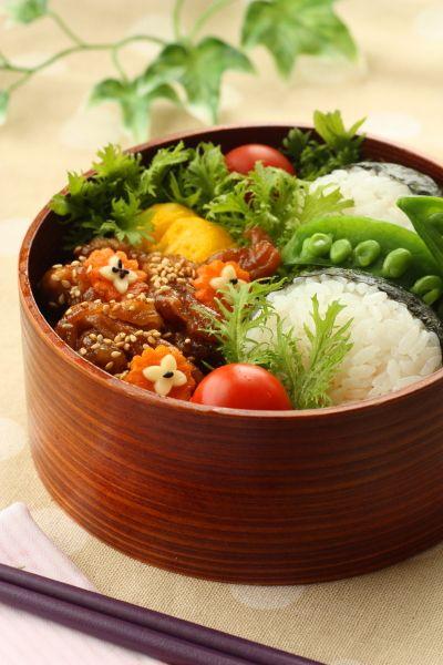 Onigiri Rice Ball Bento with Pan-fried Pork 豚のくわ焼き弁当 | Linmal's Kitchen