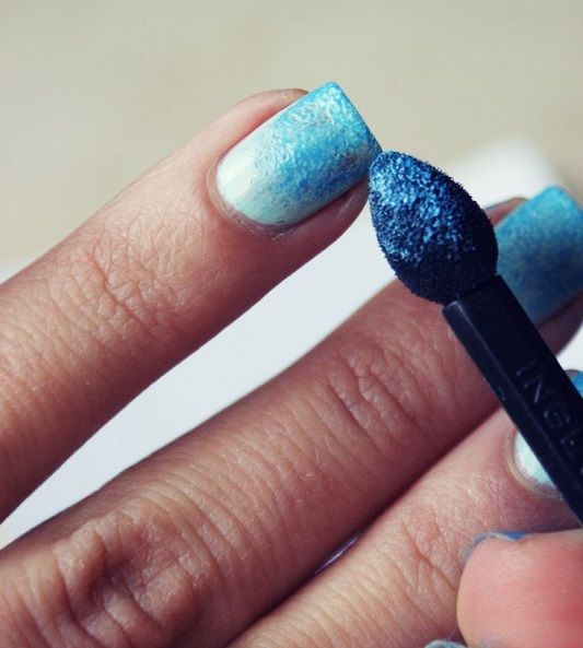 DIY ombre nails: FINALLY!... A USE FOR THOSE CHEAPLY MADE EYE SHADOW APPLIERS THAT I NEVER USE