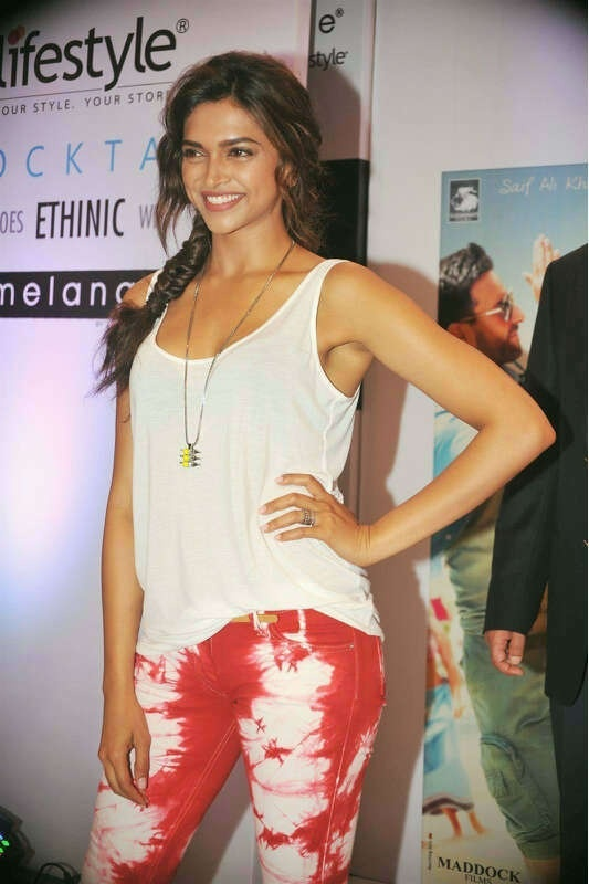 Bollywood star #deepikapodukone <3 rocking this outfit. Absolutely <3 it!