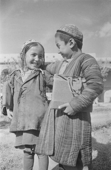 "Советские школьники 1950-х . Таджикистан. Школьники ""scolari sovietici 1950. Tagikistan. studenti"""