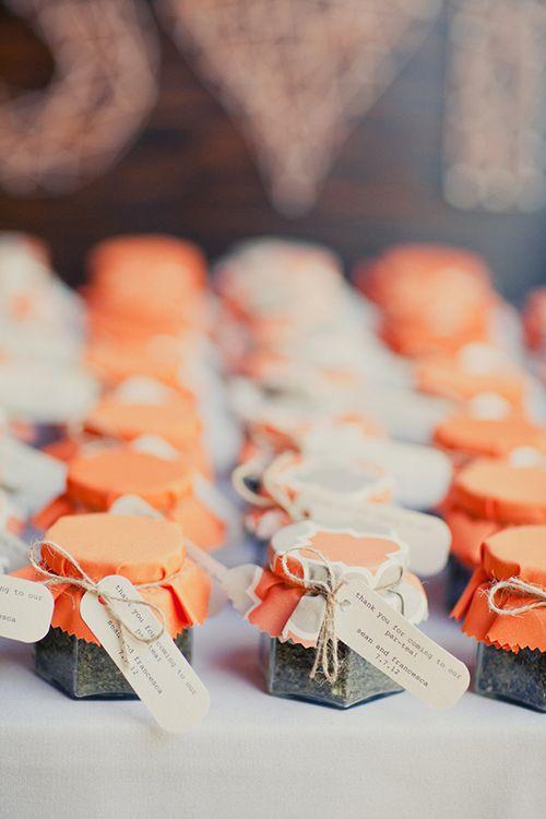 DIY wedding favor idea: Fill glass jelly jars with your favorite loose-leaf tea | Brides.com