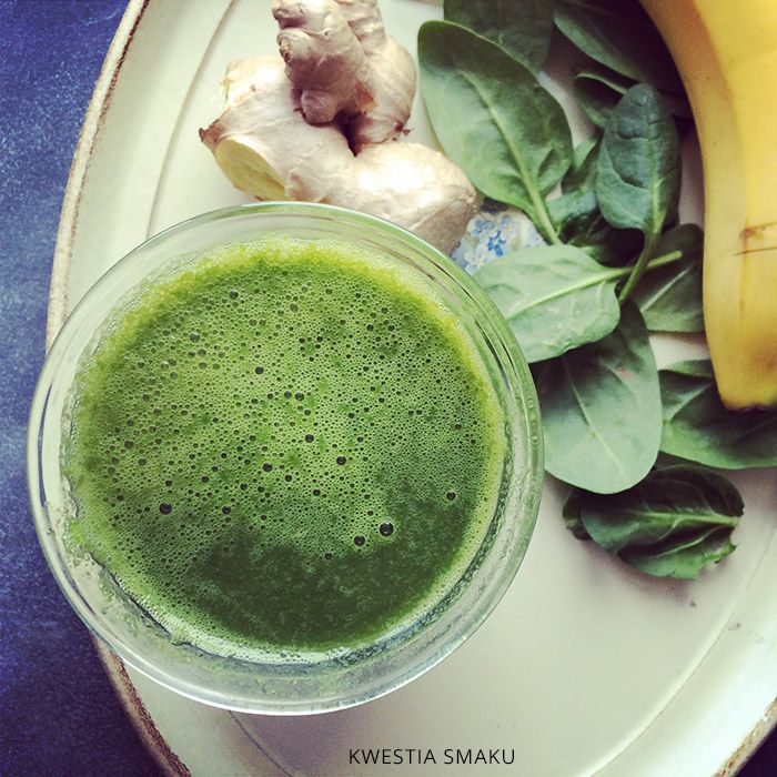 Spinach smoothie with ginger, banana and apple juice