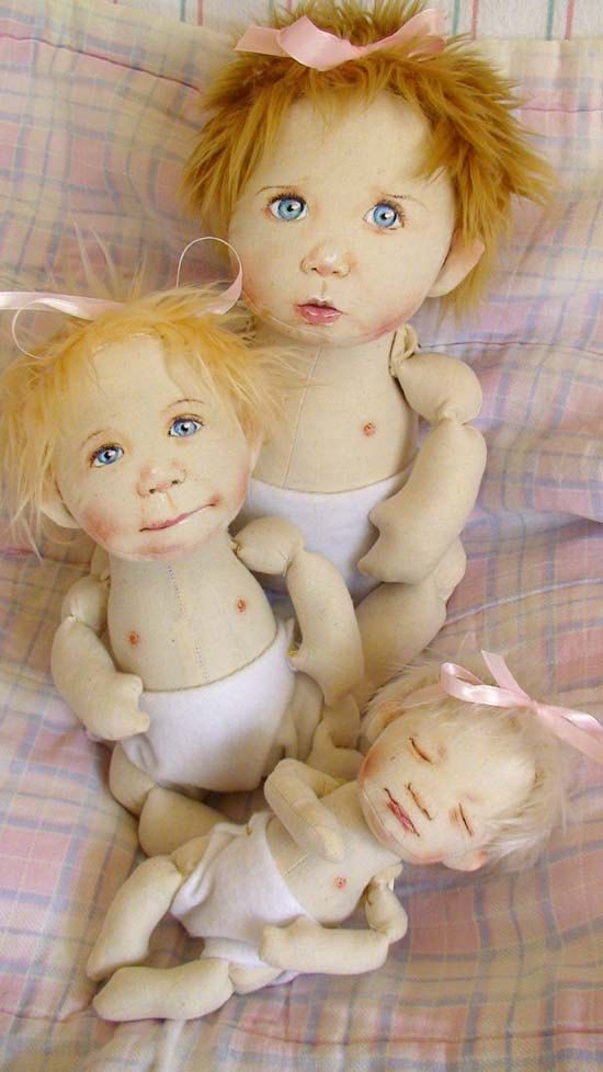 BabyTherapy.  Not much into art dolls as such, but these are simply adorable.