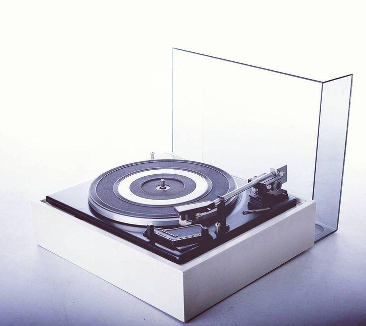 Giradischi con piatto Garrard anni 70 colore bianco in legno e plexi Turntable Garrard from the 70's  #music #vintage #design #spazio900design #modernism #turntable #recordplayer  http://ift.tt/1V8NdZm