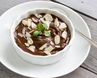 Mousse au chocolat et à l'avocat sans beurre Croq'Kilos : http://www.fourchette-et-bikini.fr/recettes/recettes-minceur/mousse-au-chocolat-et-a-lavocat-sans-beurre-croqkilos.html