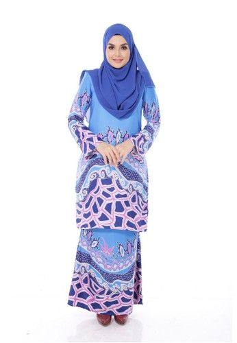 Maribeli Butik Luna Maya Bright Blue from Maribeli Butik in Blue and Purple Luna Maya Modern Kurung is the latest collections from MARIBELI BUTIK made of a very high quality, comfortable to wear, and very nice material. With perfect tailor made. ... #bajukurung #bajukurungmoden