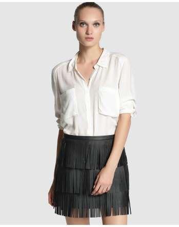 Falda recta en color negro, con adorno de flecos de Sfera (39,99€). - MujerHoy