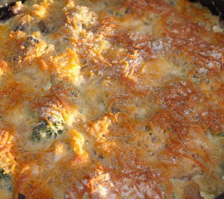 O rețetă tare simplă și foc de gustoasă, acest pui cu ciuperci și brocoli, pus la gratinat în cuptor. E drept, e un pic consumatoare de timp, datorită preparațiilor preliminare. Dar vă rog să mă cr...