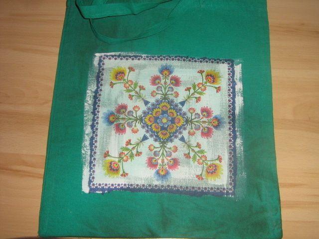 Siateczka malowana i zdobiona metodą decoupage na tkaninie.