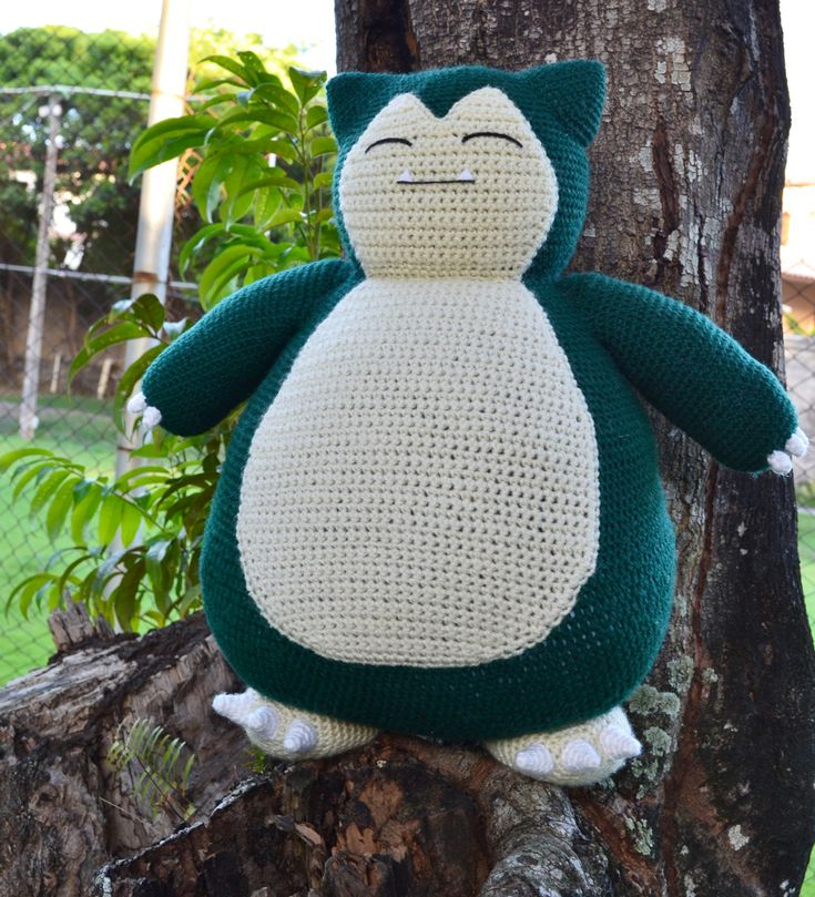 Free crochet Snorlax pattern (pillow sized!)