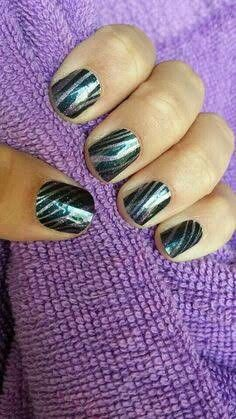 ~Zebra Diva~ This sparkle wrap features black and purple in an ombré finish. ~~~~~~~~~~~~~~~~~~~~ https://knightsofthejamjamtable.jamberry.com/au/en/shop/products/zebra-diva
