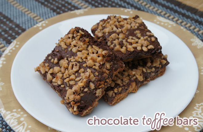Looking for the perfect holiday chocolate toffee bars recipe? You'll love this gooey, chocolate toffee bar recipe if you love sweet treats, yum, yum, yum!