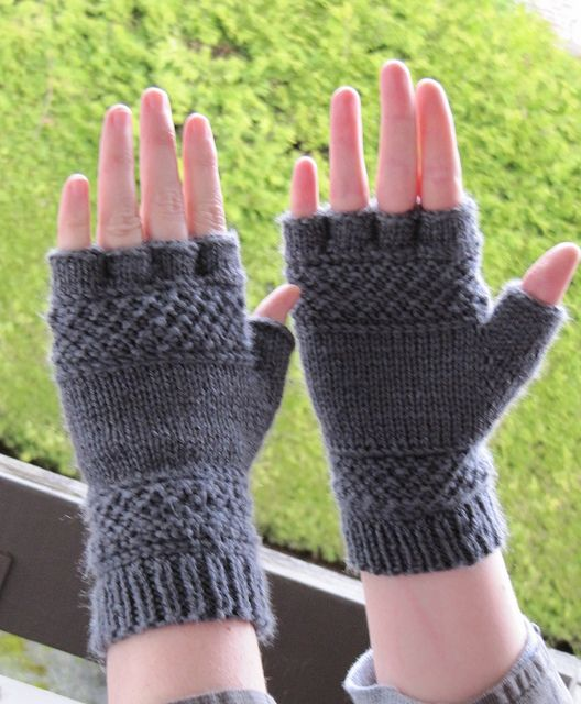 Free Knitting Patterns Tipless Gloves : 102 best images about Knit/Crochet Gloves-Mittens on Pinterest Free pattern...