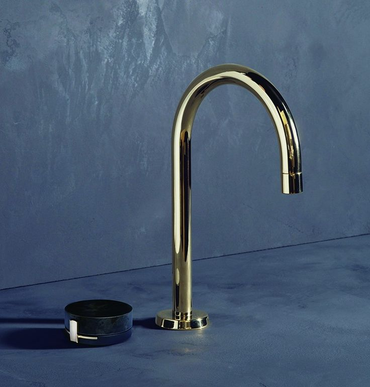 In collaboration with five different workshops, Brooklyn based designers, The Watermark Collection have developed a prototype for a new modular tap collection.