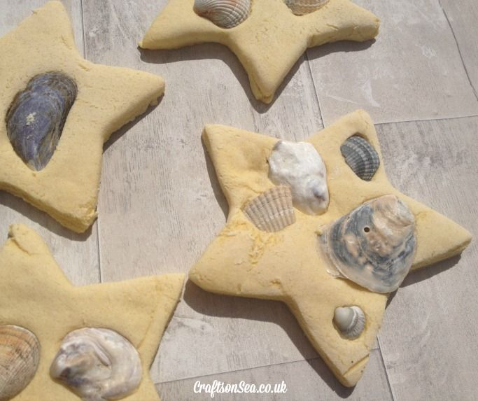 Do your kids like to bring shells home from the beach? These cute seashell decorations are fun to make and are a fun craft to remind you of your day out.