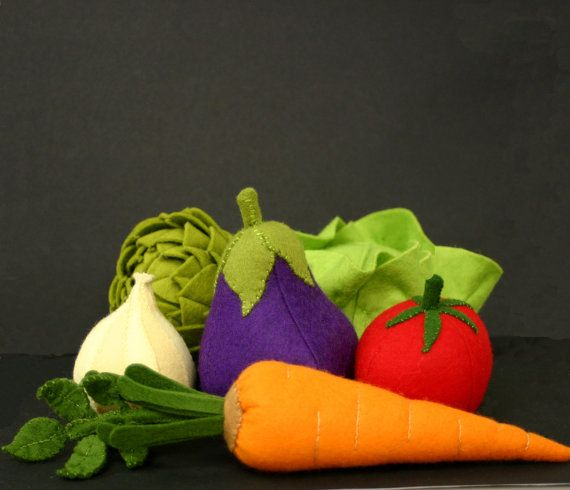 Beautiful wool felt veggies! Another great language lesson.