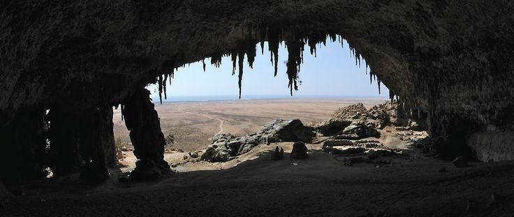Остров счастья Сокотра.   Йемен.  Внутри пещеры Dogub.