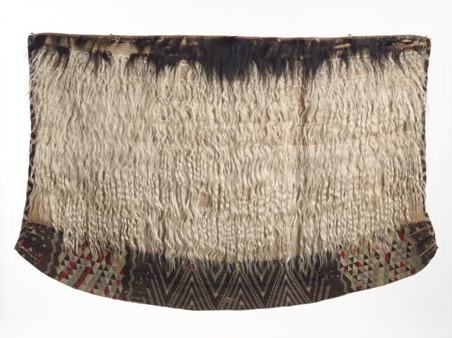Topic: Kahu koati style of cloak | Collections Online - Museum of New Zealand Te Papa Tongarewa