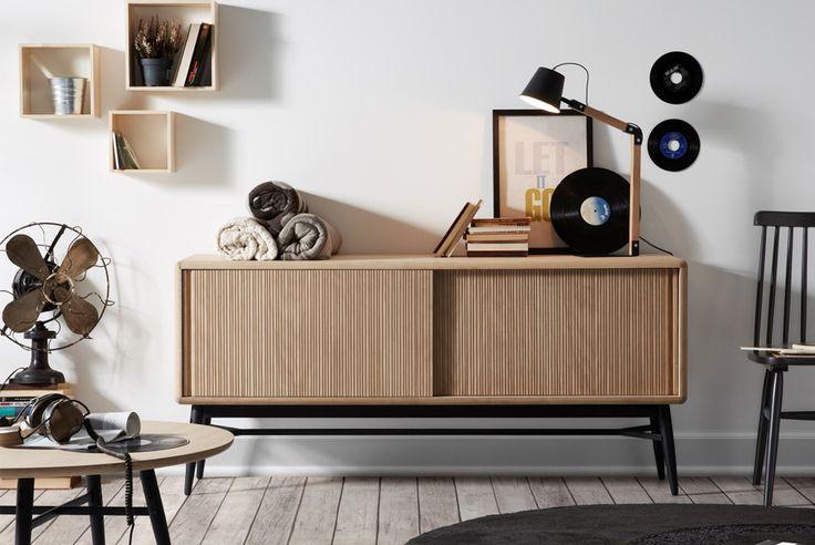 Aparador en #madera de color natural para dar una buena solución para sus accesorios para el hogar que presenta #LaForma