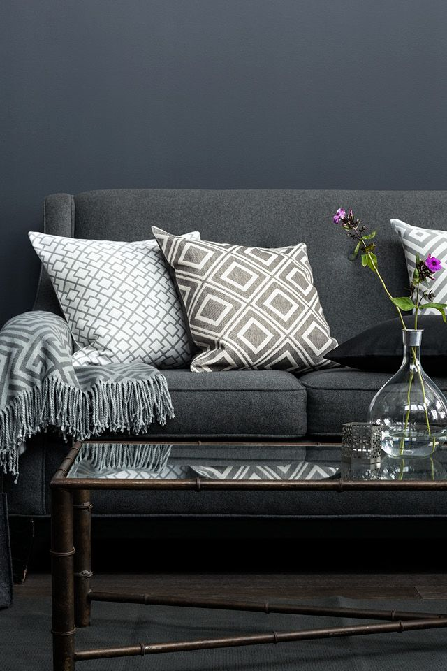 Add geometric prints to cushions and throws for a contemporary look and play with shades of teal to bring your space to life. | H&M Home