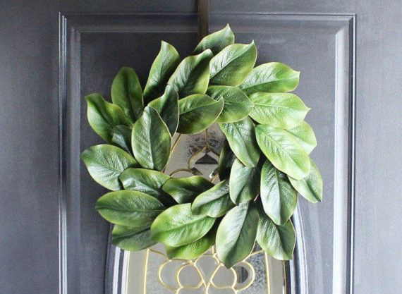 Spring Summer Wreath, Magnolia Wreath, Magnolia Mantel Wreath, Front Door Wreath, Everyday Wreath, Farm House Wreath, Rustic Decor This is the most popular wreath for few years now and everybody wanted it for their homes. A realistic magnolia wreath that is arranged on a grapevine ring so you can hang it even in a glass door and would still look pretty in the backside. Whats so nice about it coz you can hang it all year round. Add berries or bows to transform it into holiday wreaths or just…