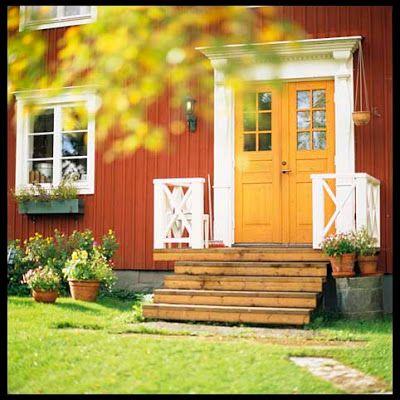 Ockragul pardörr, entré, rött hus, foder, spröjs, överstycke