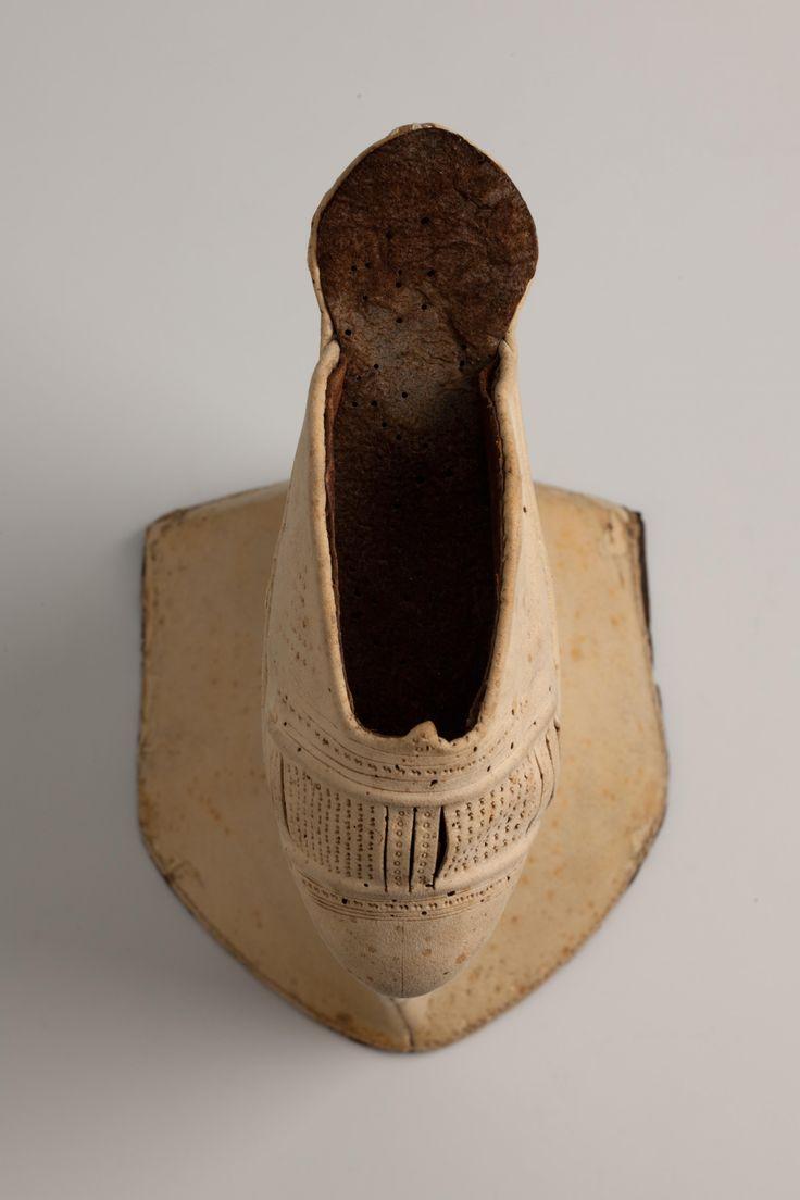 Chopine (Stelzschuh) top view left shoe [Landesmuseum Württemberg]