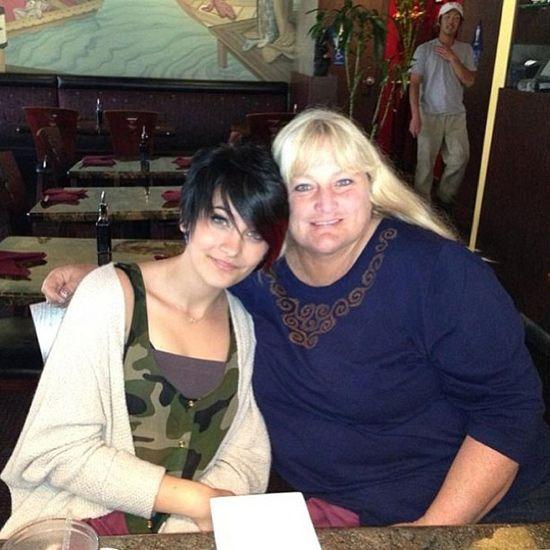 Paris Jackson, hija de Michael Jackson, celebró su 15º cumpleaños con su madre, Debbie Rowe