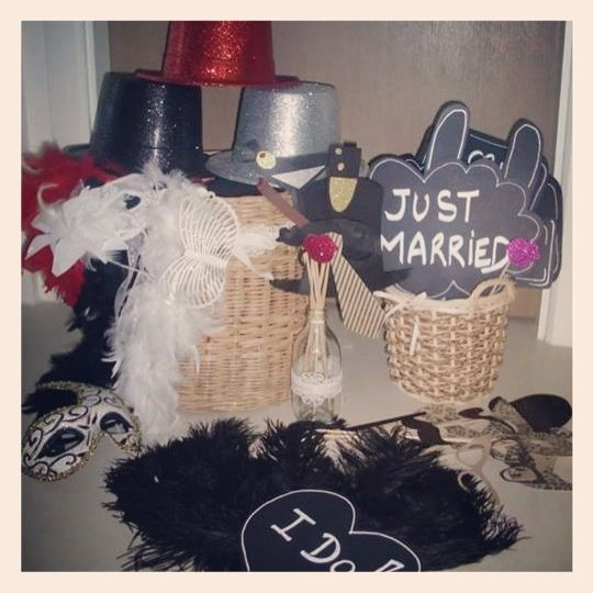 "Vintage Wedding - Photobooth Gatsby Props set: 1 large basket 33cm diameter - 31cm height 1 small basket 19cm diameter - 16cm height 1 bottle to hold the props 17cm height  13 ""messages signs props"" 21 gatsby props 3 glitter hats 1black, 1red, 1silver 1 Black hat 2 black feather boa -2 black feathers fans -2 white feather boa -1 red feather boa -1 white lace venetian mask -1 black/white/gold venetian mask -1 white butterfly glasses  Details on Etsy shop: http://www.etsy.com/shop/AuRasBaZaar"