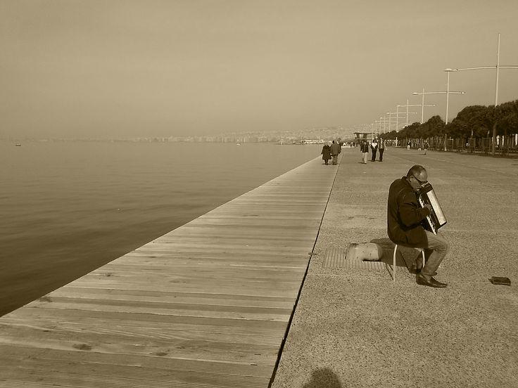 O xronos stamatise sti Thessaloniki/Time has stoped in Thessaloniki