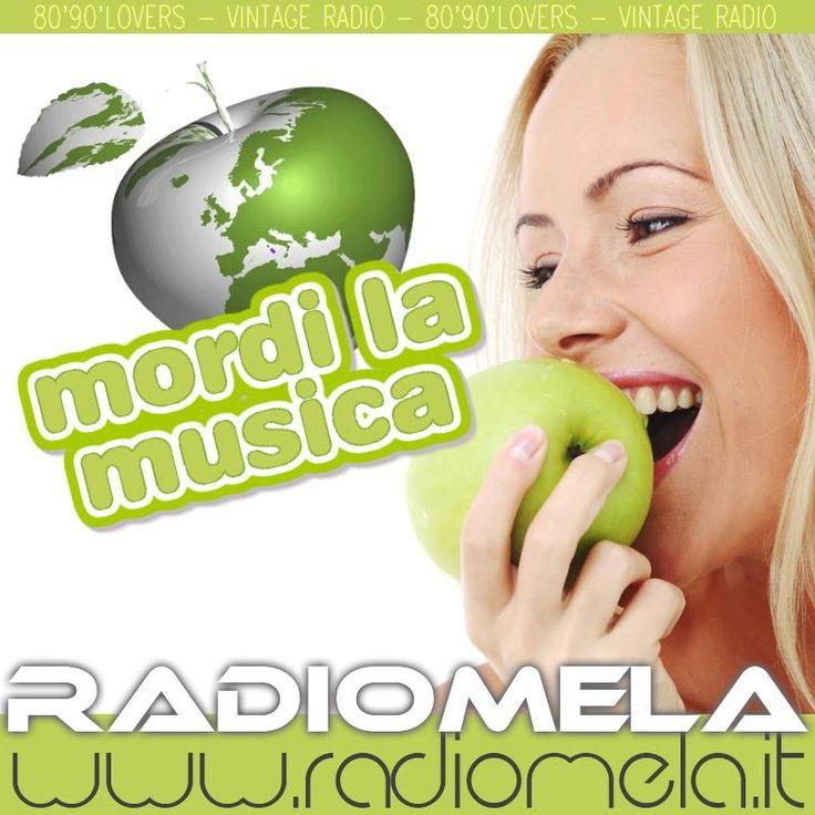 La Webradio per gli amanti della musica anni 80'90'...  http://www.radiomela.it/  #radiomela #webradio #vintageradio — con Maurizio La Rosa.