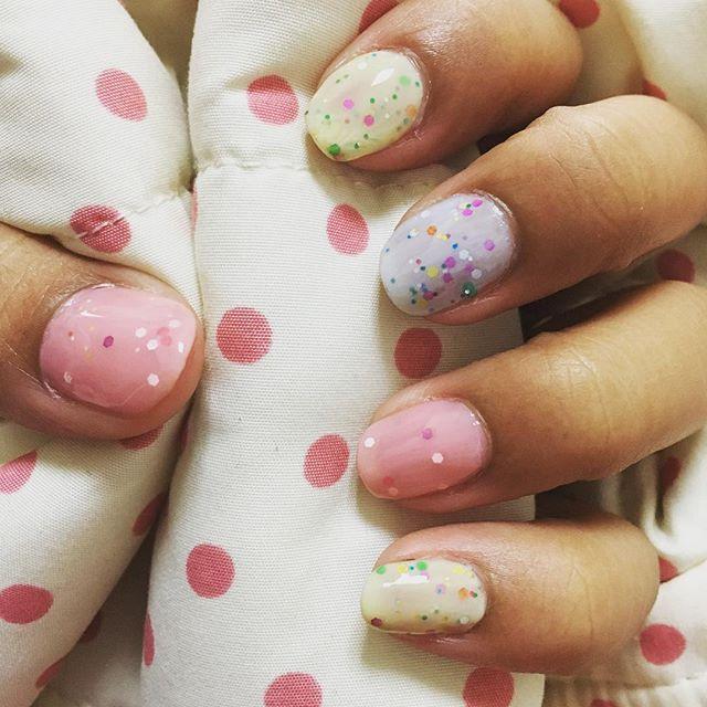 ロリーポップ😊💕 タフィーネイルをベタ塗りです❤️ 小さい頃好きなペロペロキャンディの柄みたいで好き☺️💓 #selfnail#nailselfie#nailart#pink#gold#manicure#nailpolish#valentinenails#valentine#lovely#easy#chocolate#choco#tuffynail#lollypops#マニキュア#チョコネイル#バレンタイン#キラキラ#ネイル#ネイルアート#100均#ほぼ100均ネイル#セルフネイル#バレンタインネイル#タフィーネイル#セルフネイル部