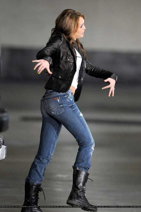 Miley cyrus tight ass — photo 6