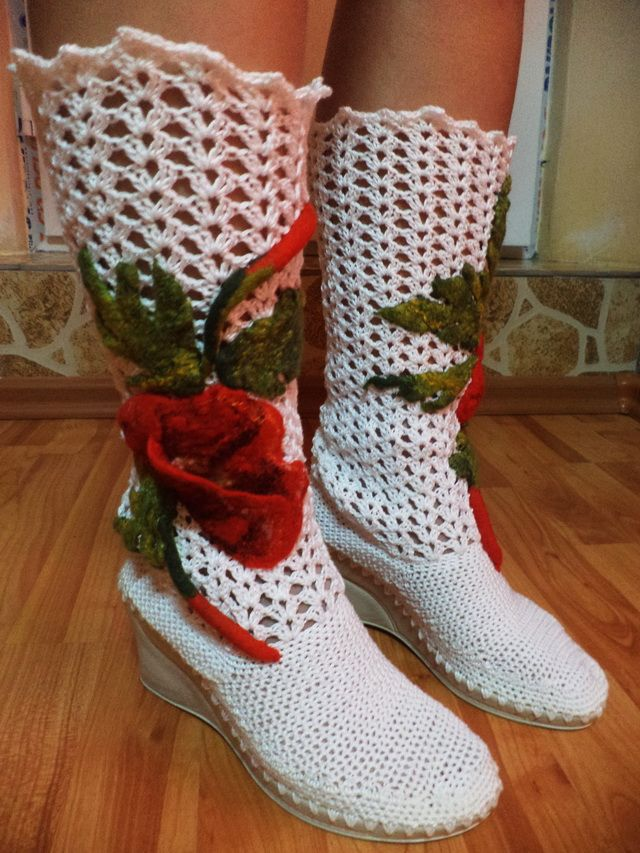 Crocheted Boots With Poppies