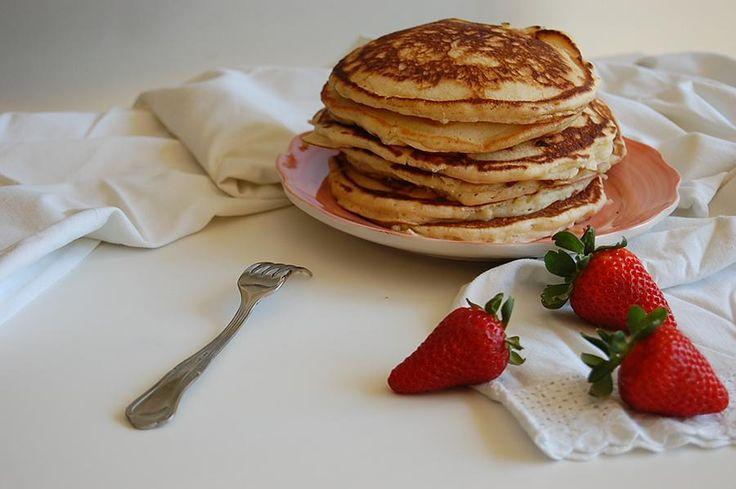 Ingredients450g de harina50g de azúcar3 huevos20g levadura en polvo100g de mantequilla500ml de leche1 pizca de vainillaPara freír: Mantequilla MethodStep 1Mezcla los ingredientes secos: la harina, azúcar, levadura en polvo y la pizca de vainilla.Step 2Calienta un poco 100ml de la leche con la mantequilla hasta que la mantequilla se funda.Step 3Mezcla todo junto y haz una masa espesa sin grumos.St ...