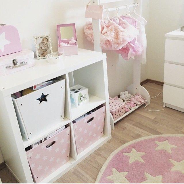 WOW!! Sjekk ut det flotte barnerommet hos @kristineliestol !! Mye av dette finner du nå til -20% i nettbutikken ☺️ Ha en fin søndagskveld!! #kidsparadise #kidsconcept #jenterom #prinsesserom #barnerom #barnrum
