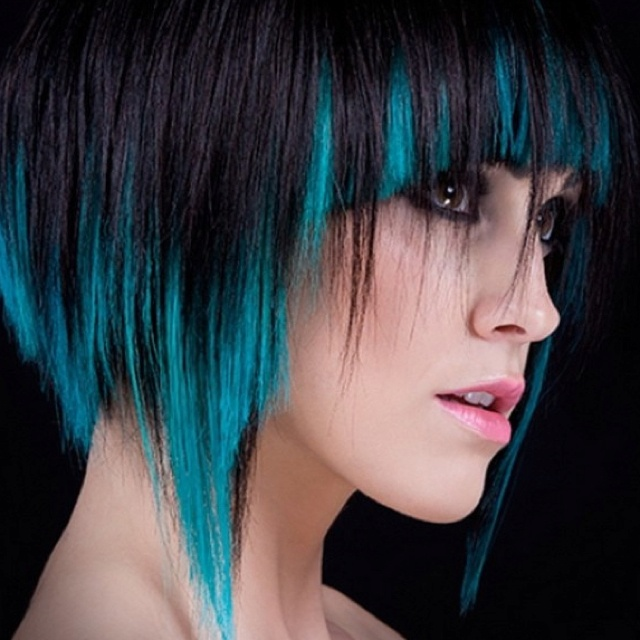 I really want to do this! Blue dip dye bob hair!