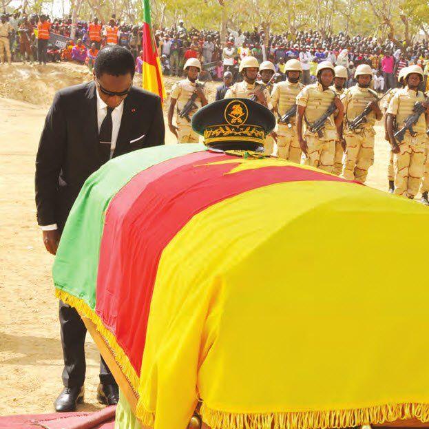 En présence du MINDEF, représentant personnel du chef de l?Etat, l?ancien commandant de la région militaire interarmées N°4 a été inhumé