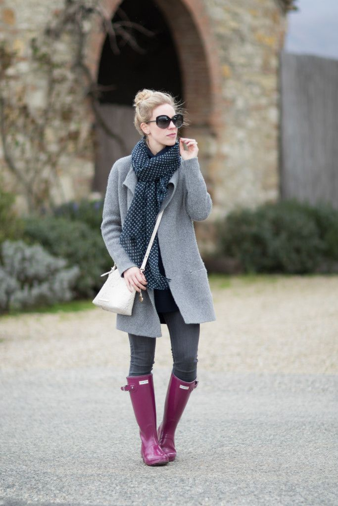 Weekend in Tuscany: gray sweater coat, navy scarf, purple Hunter boots, Brahmin 'Mini Duxbury' crossbody bag, colorful Hunter boots outfit, how to wear colorful rain boots
