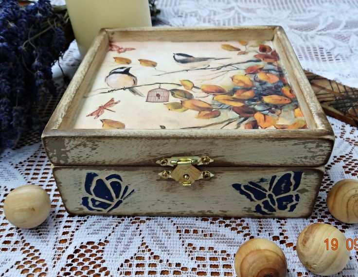Decoupage box, find me on facebook: https://www.facebook.com/Crishdm