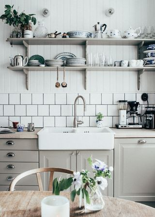 Hello! How's your week going? Today I thought I'd revisit one of my favourite Norwegian homes - that of photographer Elisbeth Heier. Her home is in a state of constant change, with fresh updates almos