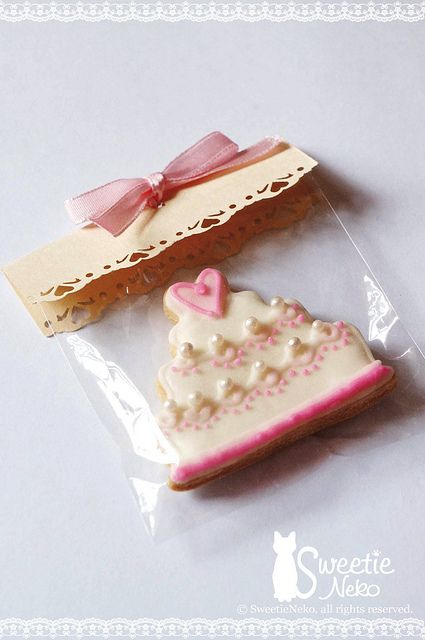Wedding Cookie Favor...I like the packaging