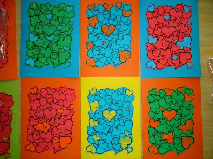 Kaarten voor Moederdag: kleur 10 hartjes in met wasco, daarna overschilderen met ecoline *liestr*