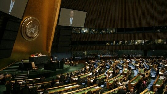 """Organizația Naţiunilor Unite a confirmat, """"fără echivoc şi în mod obiectiv"""", că în Siria au fost utilizate arme chimice pe 21 august, la periferia oraşului Damasc.  În atacul din 21 august a fost folosit gaz sarin, însă nu se știe de către cine, reiese din raportul ONU.  """"Este o crimă de război"""", a recaţionat secretarul general ONU, Ban Ki-moon.  Comisia Naţiunilor Unite pentru Drepturile Omului a anunţat ieri că anchetează 14 presupuse cazuri de atacuri cu arme chimice produse în Siria în…"""