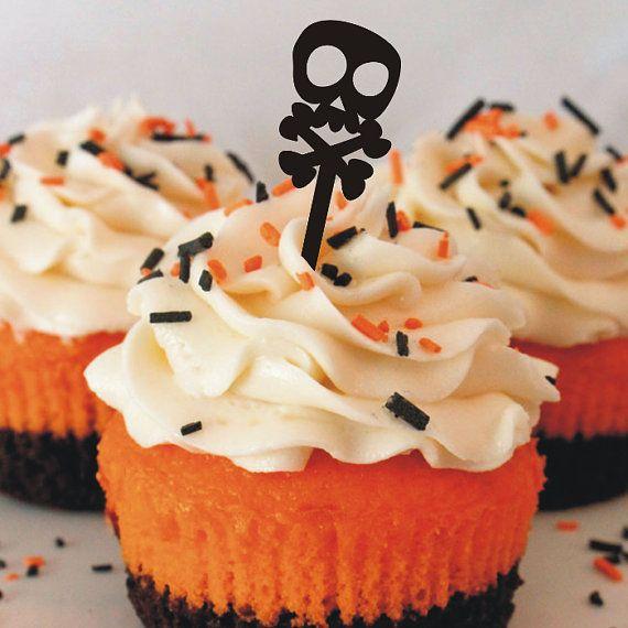 Versier je cupcakes met stijl!  Onze schedel cupcake toppers zijn gemaakt van zwart acryl zijn dus volledig afwasbaar en herbruikbaar. Zorg ervoor om te controleren onze winkel voor onze verschillende andere modellen!  Elke verpakking bevat 12 cupcake toppers.  Opmerking: Onze cupcake toppers zijn niet eetbaar en moeten vóór gebruik worden gereinigd.