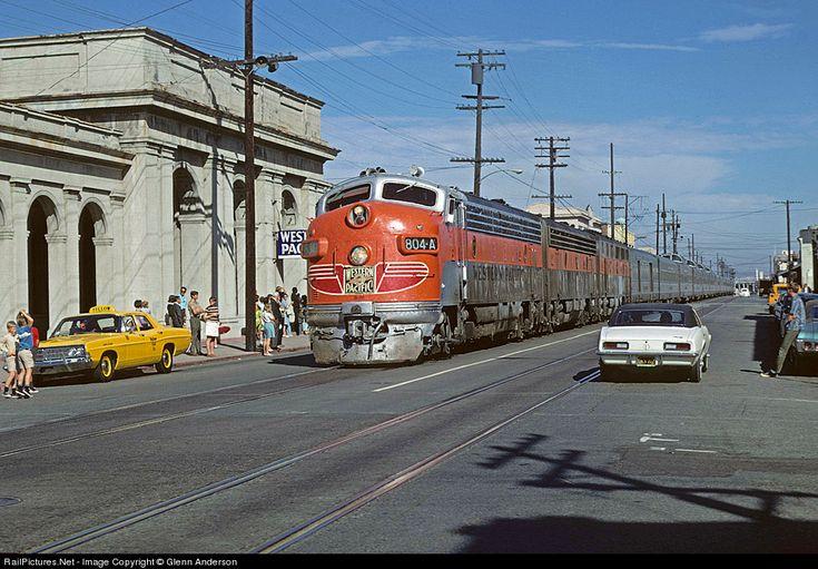 Railroad tracks icon