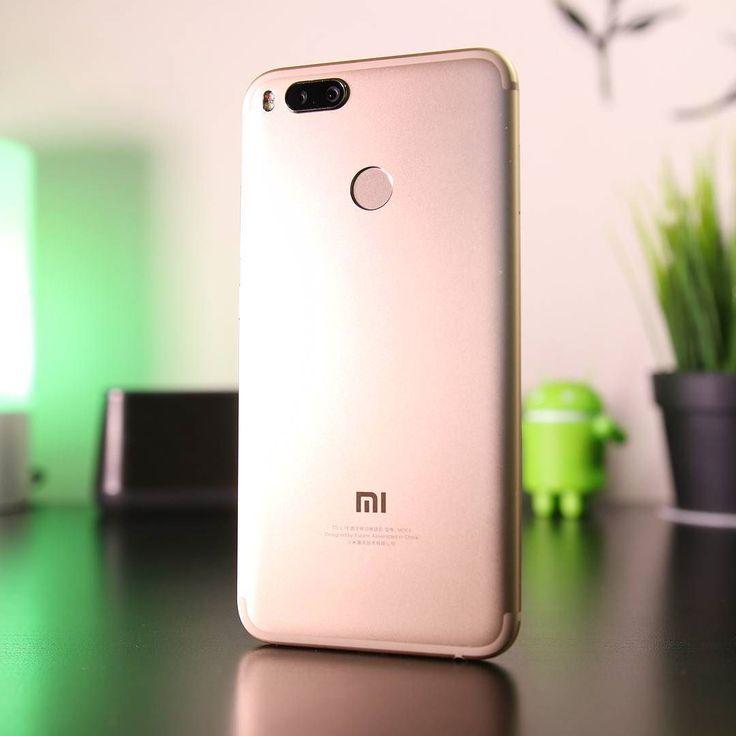 Voi cosa ne pensate dello #Xiaomi Mi 5X?  Il nostro parere lo trovate nella recensione sul nostro canale e realizzata da @guerz86!   Link in Bio!   #XiaomiMi5X #Mi5X #GizChina #Miui #Miui9 #smartphone #smartphones #tablet #chinese #nerd #techy #photooftheday #snapseed #androidonly #google #googleandroid #droid #instaandroid #instadroid #phone #geek #geeks #xiaomiglobal #blogger #technology #tech #hitech #dualcamera #review @xiaomi_global