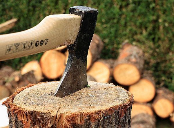 hacha cortar leña