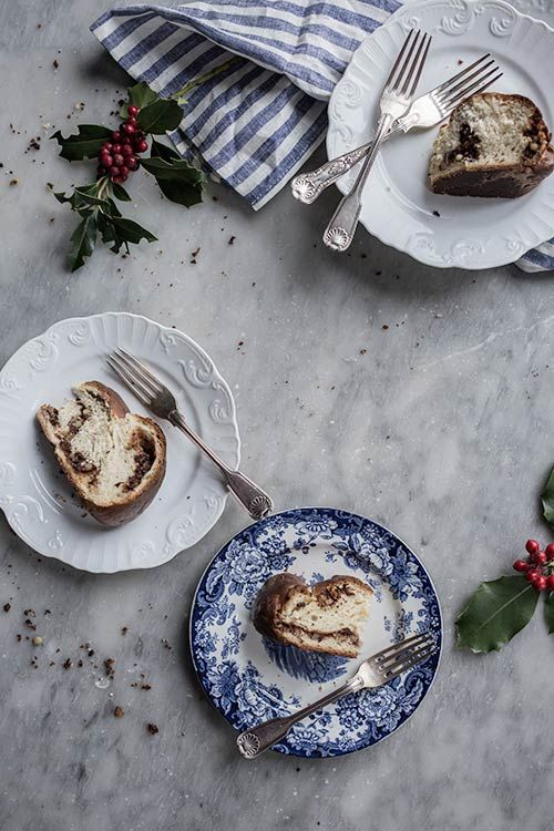 It's the most wonderful time of the year! I was already playing my Christmas music before Thanksgiving, when I had a memory of eating a gubana, a traditional sweet bread eaten during the festivities i